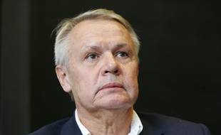 Le journaliste français Eric Laurent a été mis en examen pour chantage présumé.