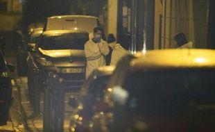 Des enquêteurs de la police scientifique accompagnent une opération de police, le 25 mars 2016 à Argenteuil