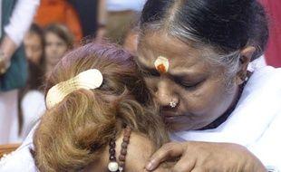 """Pontoise, le 19 octobre 2014. Amma, gourou indienne, est venue en France donner le """"darshan"""" (étreinte) à ses fidèles."""