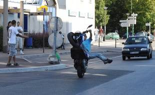 Un rodéo sauvage à moto. (Illustration)