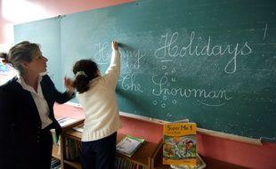 Illustration d'un cours d'anglais dans une école primaire.