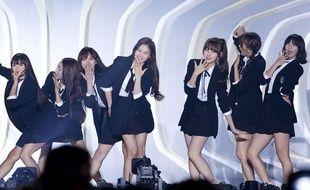 Le groupe coréen de K-pop Oh My Girl lors d'un concert près de Séoul, le 20 septembre 2015.