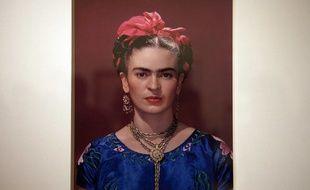Une photographie de Frida Kahlo, exposée en juin 2007  au Musée des Beaux-Arts du Mexique.