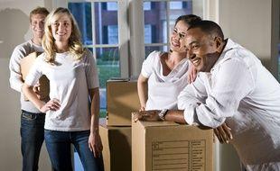Quand on leur promet une pizza ou qu'on ne les fait pas porter des objets trop lourds, les amis garderont le sourire pendant un déménagement.