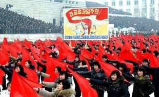 Plus de 100.000 Nord-Coréens ont participé mardi à Pyongyang à un rassemblement de soutien au nouveau dirigeant Kim Jong-Un, fils et successeur de Kim Jong-Il décédé le 17 décembre, ont annoncé les medias officiels nord-coréens