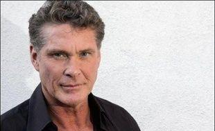 """L'acteur américain David Hasselhoff, star des séries """"Alerte à Malibu"""" et """"K 2000"""", va recevoir des dommages et intérêts """"élevés"""" des éditeurs britannique et américain d'OK! Magazine qui l'avaient accusé d'avoir été ivre et grossier dans une boîte de nuit à Los Angeles."""