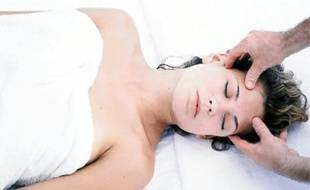 Le Shirotchampi est un massage du cuir chevelu qui permet de se relaxer.