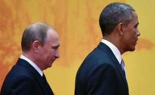 Le président russe Vladimir Poutine et le président américain Barack Obama au sommet de l'Apec, le 11 novembre 2014 au Lac Yanki, au nord de Pékin