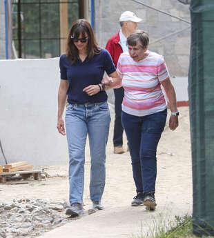 Jennifer Garner avec sa mère et son père, le 25 mai, à Los Angeles.