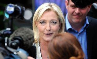 """Marine Le Pen a qualifié mardi sur France Info de """"scandale"""" le fait de ne pas être reçue à l'Elysée, comme le sont les représentants des principaux partis politiques, en prévision notamment du G20 au Mexique."""
