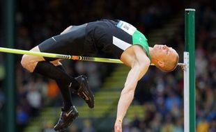 Le champion du monde en titre du saut en hauteur Jesse Williams a failli manquer le vol pour Londres et les jeux Olympiques en ne prenant que la 4e place de l'épreuve aux sélections américaines, lundi à Eugene (Oregon) lors d'une 5e journée de compétition encore humide.