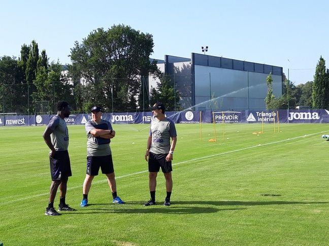 Alain Casanova, l'entraîneur du TFC, en compagnie de ses adjoints Issou Dao et Denis Valour, le 27 juin 2019 au Stadium de Toulouse.