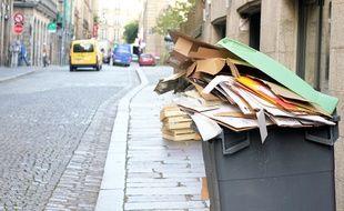 Des poubelles pleines dans les rues de Rennes.