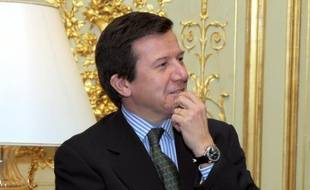 Le patron du groupe hôtelier Accor, Gilles Pélisson a été débarqué brusquement de la direction mercredi et remplacé par Denis Hennequin, PDG de McDonald's Europe, un expert de la franchise qui a fait de la marque américaine le numéro un de la restauration en France.