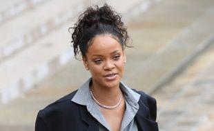 Rihanna dans la cour du Palais de l'Elysée après avoir rencontré Emmanuel Macron le 26 juillet 2017.