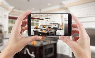 Pour booster la vente de votre logement, misez sur des photos de qualité diffusées sur les réseaux sociaux.