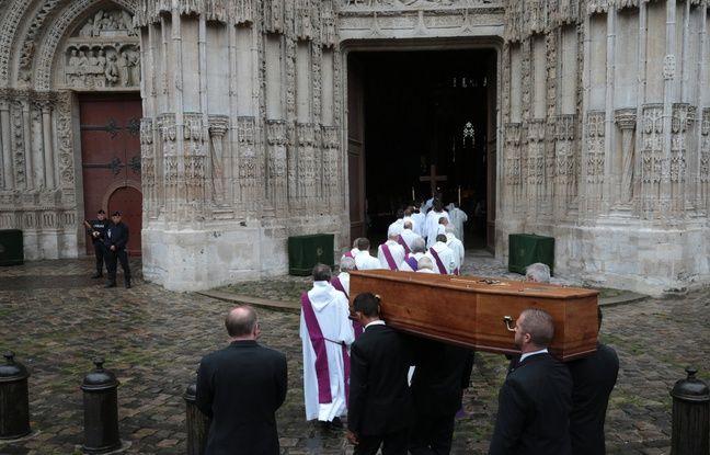 L'arrivée du cercueil du père Hamel à l'église de Rouen le 2 août 2016.