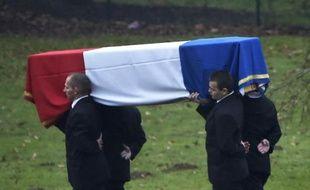 Le cercueil d'Hervé Gourdel, tué par des jihadistes en Algérie, à l'aéroport de Roissy le 26 janvier 2015