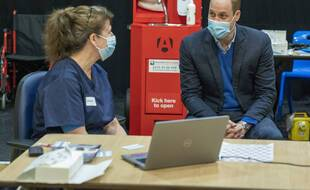 Le prince William durant une visite dans un centre de vaccination contre le Covid-19, le 22 février 2021.