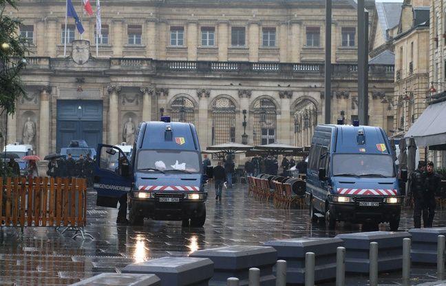 Un imposant dispositif de sécurité a été déployé le 15 décembre 2018 devant la mairie de Bordeaux, en amont de la manif des