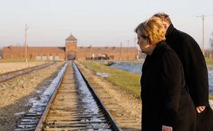 Angela Merkel, chancelière allemande, devant le camp de la mort d'Auschwitz