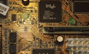 Une carte mère avec une puce Intel (illustration).