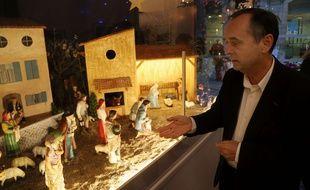 Robert Ménard, devant la crèche de Noël qu'il a installé, en 2017 (Archives)
