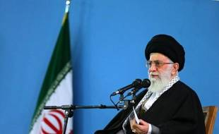 Photo du guide suprême iranien, l'ayatollah Ali Khamenei, à Téhéran, publiée le 8 février 2015 par son site officiel khamenei.ir
