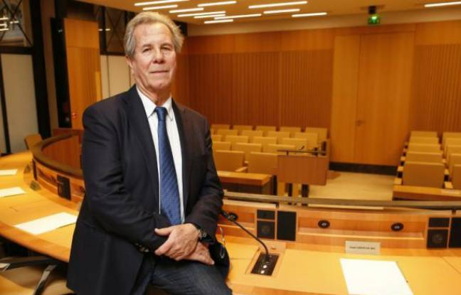 Jean-Louis Debré au Conseil constitutionnel le 9 février 2016 à Paris