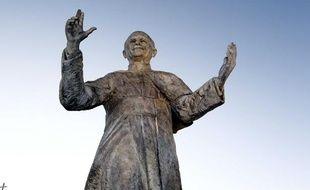 Une sculpture du Pape Jean-Paul II à Lyon