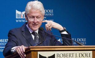 L'ancien président Bill Clinton en conférence à l'institut Robert J. Dole à Lawrence, au Kansas (Etats-Unis), le 23 novembre 2015.