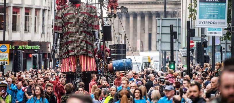 Les Géants de Royal de Luxe paradent à Liverpool