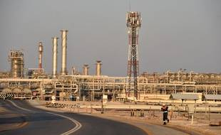 L'Arabie saoudite a annoncé lundi son intention de porter ses exportations pétrolières au niveau record de 10,6 millions de barils par jour (mbj) en mai, en pleine guerre des prix avec la Russie.