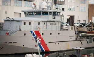 Illustration d'un patrouilleur des douanes françaises. Ici, au port de Brest.