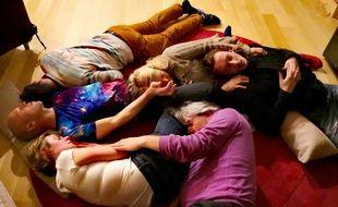 L'atelier chaudoudoux permet aux vacanciers de se donner collectivement de la tendresse.