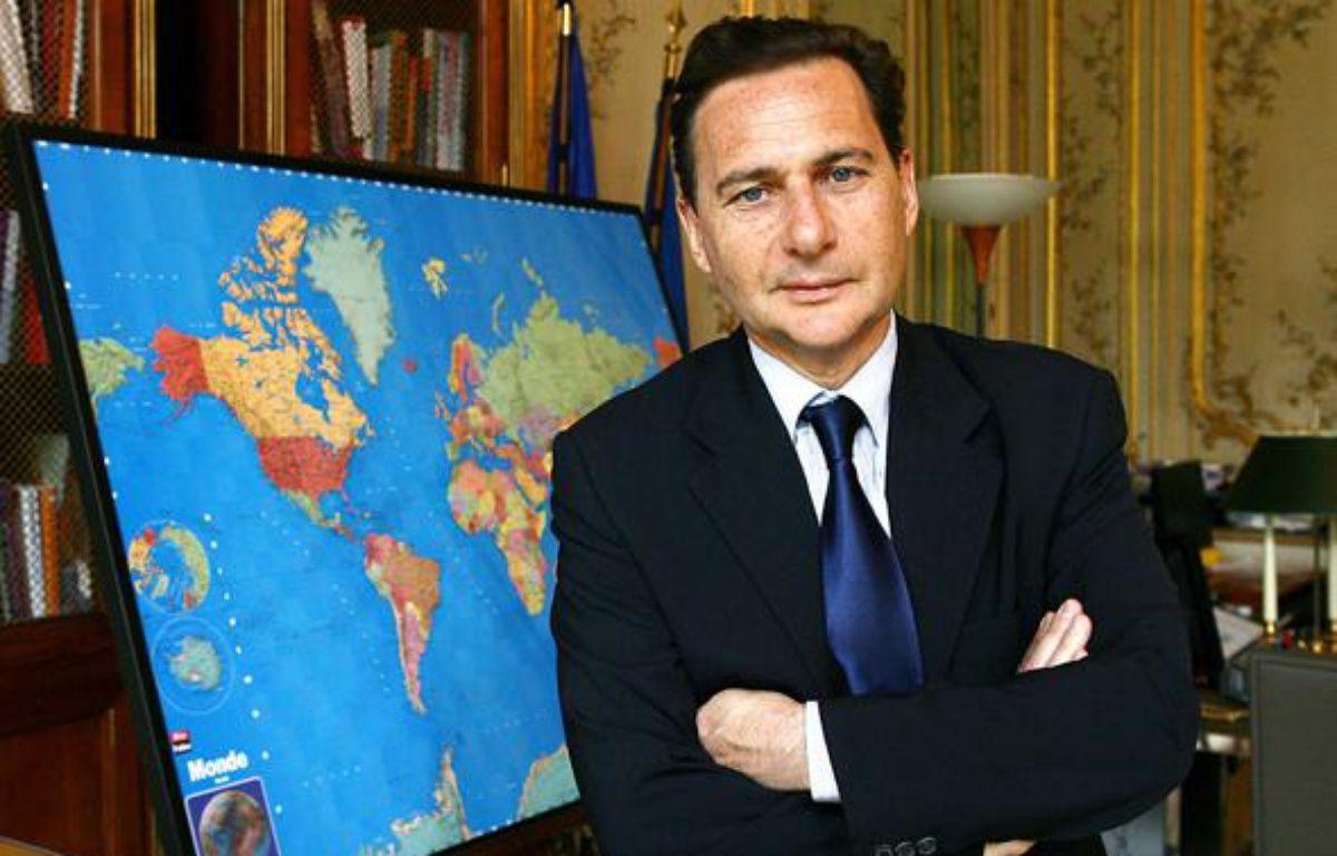 Eric Besson, ministre de l'Immigration, dans son bureau, le 15 mars 2010. – MEIGNEUX/SIPA