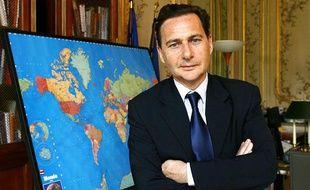 Eric Besson, ministre de l'Immigration, dans son bureau, le 15 mars 2010.