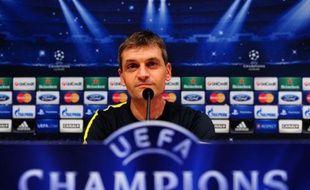 """L'entraîneur du FC Barcelone Tito Vilanova a estimé mardi que le défenseur français Eric Abidal, transplanté du foie en avril dernier, """"retentera de jouer"""" mais qu'il fallait """"lui laisser du temps"""". """"Je pense qu'il retentera de jouer, mais il faut lui laisser du temps."""