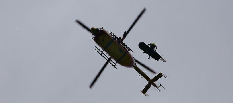 La jeune serveuse a été prise en charge par les secours par hélicoptère. Illustration