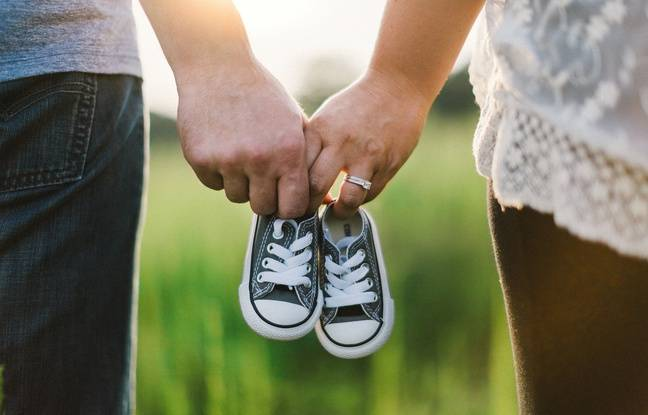 Illustration d'un couple de futurs parents.