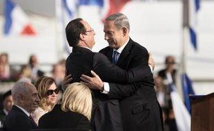 """La France """"ne cèdera pas sur la prolifération nucléaire"""", a déclaré dimanche le président français François Hollande à son arrivée en Israël pour une visite d'Etat dominée par le dossier nucléaire iranien."""