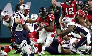 Devonta Freeman (Atlanta Falcons, au c.) pendant le premier quart temps du Super Bowl, le 5 février 2017.