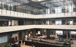 La Halle Héméra, à Bordeaux, dans l'atrium de l'ancienne usine Marie-Brizard.