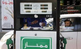 Les prix des carburants ont grimpé dans le monde à la suite d'une attaque de drones contre des installtions pétrolières en Arabie saoudite, ayant provoqué une flambée des cours du pétrole.