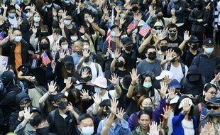 Lors d'une manifestation à Hong Kong après l'adoption de la loi américaine soutenant le mouvement pro-démocratie, cette semaine.