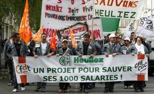 Les employés du groupe Heuliez lors d'une marche de protestation le 14 avril 2009, à Niort