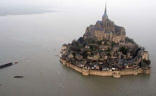 Le mont Saint-Michel, ici lors de la marée du siècle en 2015.