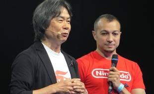 Shigeru Miyamoto, créateur de Mario, et Grégoire Hellot, traducteur et directeur de collection chez Kurokawa.