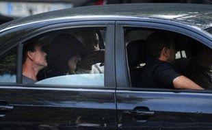 Une plainte a été reçue par les gendarmes de Perpignan à la suite de la constatation de traces de coups sur la tête d' Eva, la petite soeur de 3 ans de Fiona, a-t-on appris dimanche à Clermont-Ferrand de source proche de l'enquête.