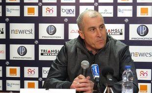 Alain Casanova s'exprime après son éviction du poste d'entraîneur du TFC, le 16 mars 2015 à Toulouse.